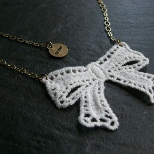 Collier Lace neoud GM